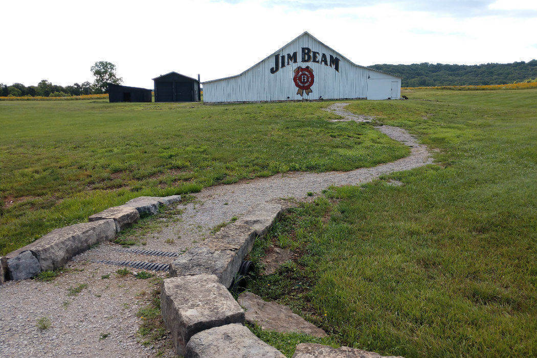 kentucky jim beam american stillhouse barn