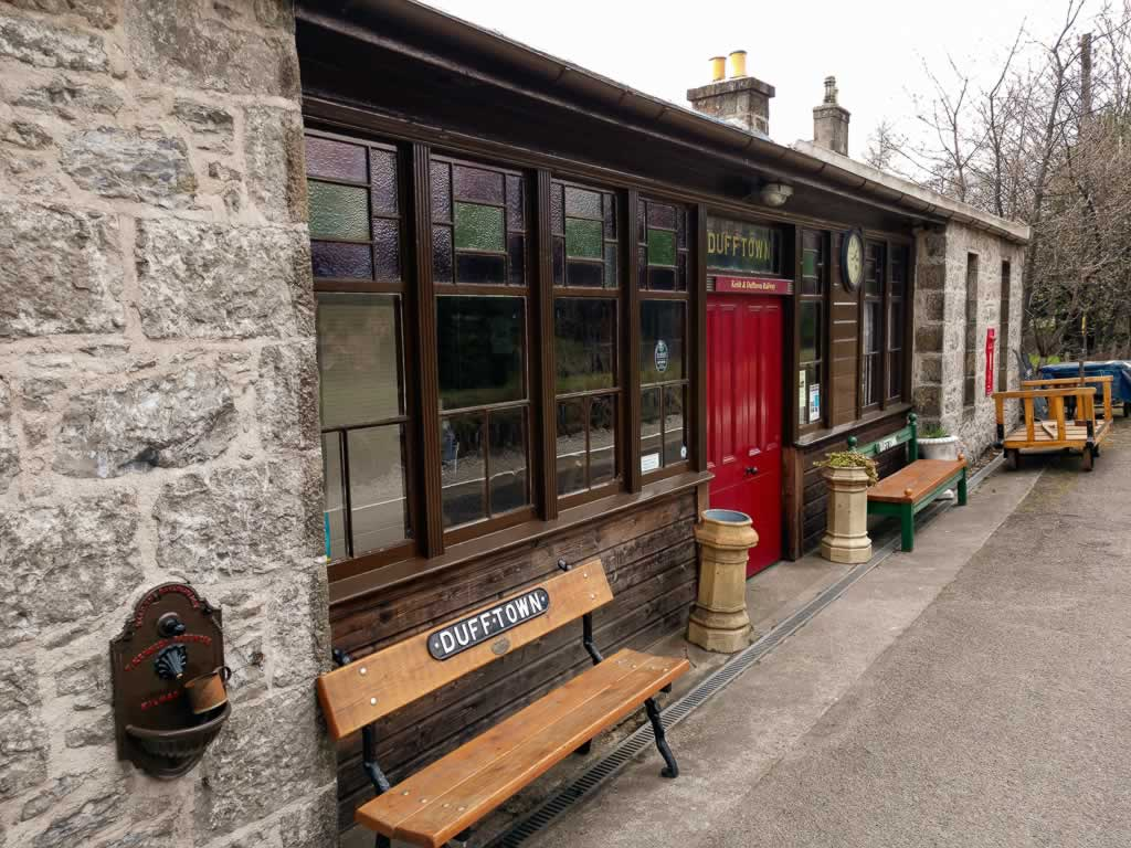 highlands dufftown 06 train station